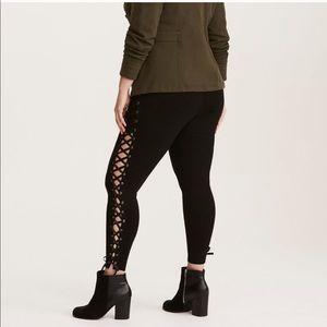 Torrid Lace Up Sides Pixie Pant Black Med / Large